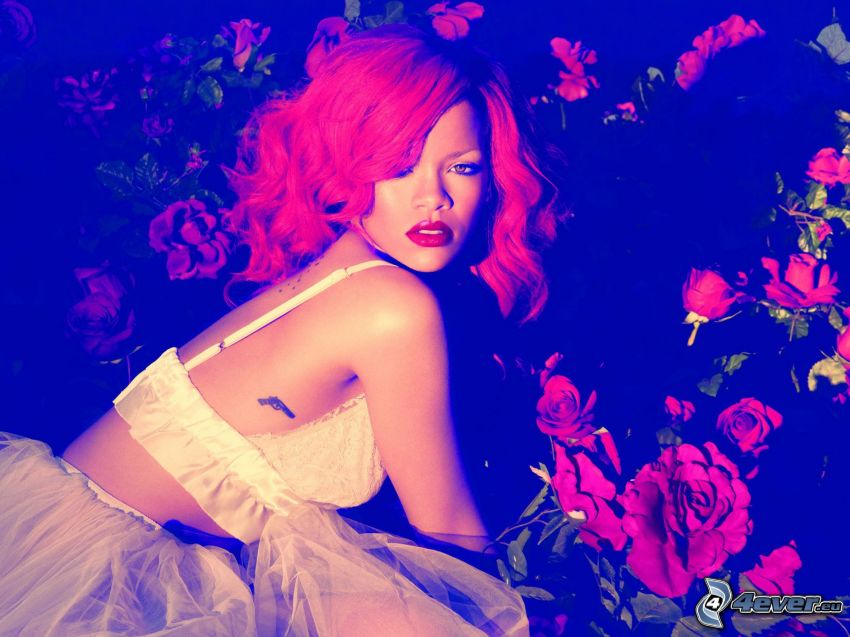Rihanna, capelli rossi, rose