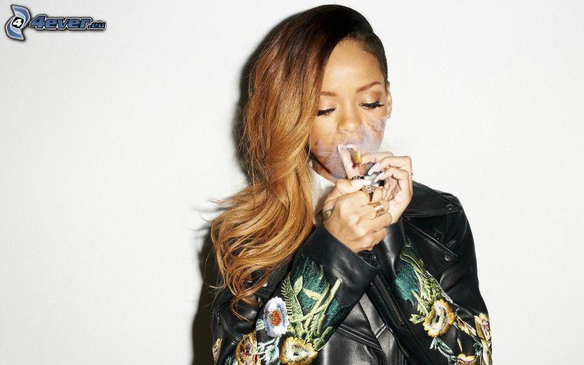 Rihanna, fumo