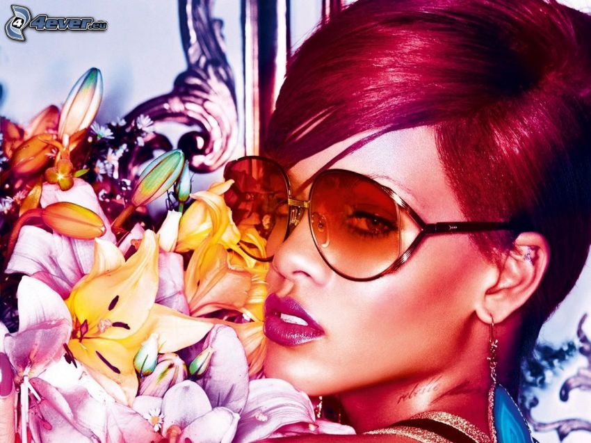 Rihanna, giglio, capelli rossi, occhiali da sole
