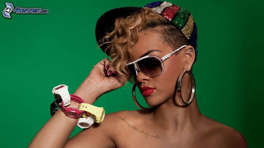 Rihanna, occhiali da sole