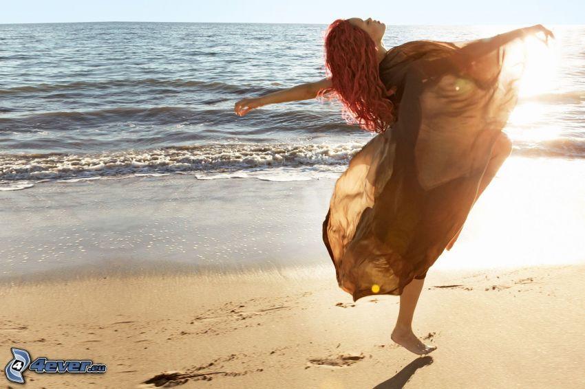 Rihanna, spiaggia sabbiosa, mare