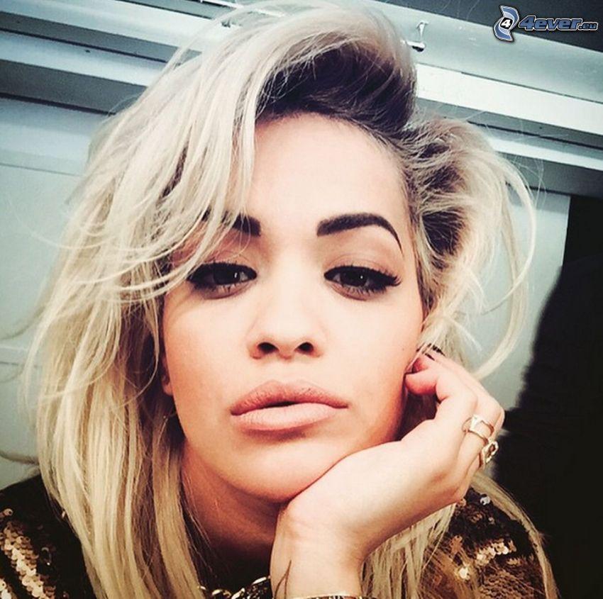 Rita Ora, selfie