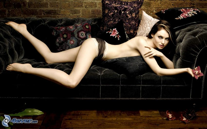 Sophie Ellis-Bextor, donna seminuda