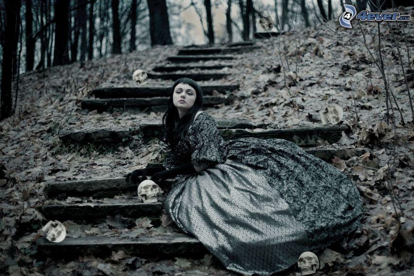ragazza gotica, scale, foglie secche, cranio