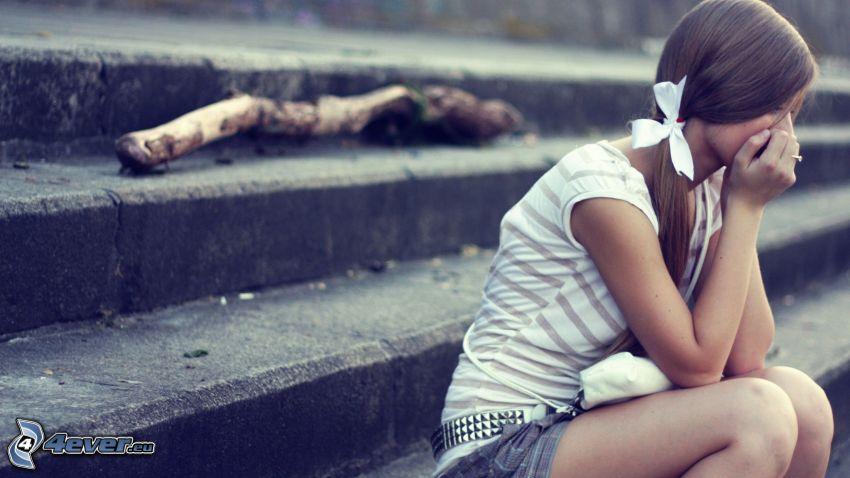 ragazza triste, tristezza, scale