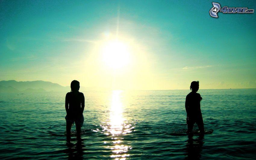 sagome di persone, mare, sole