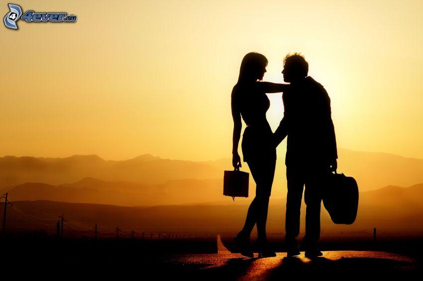 siluetta di una coppia, coppia al tramonto, montagna