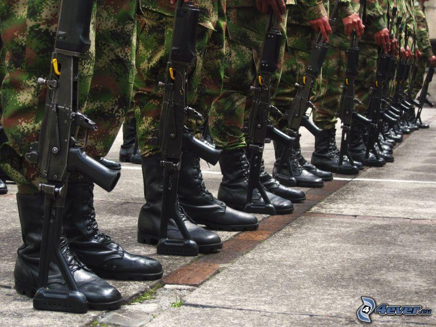 soldati, armi, anfibi