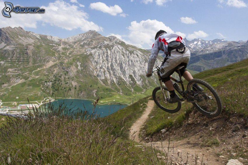 mountainbiking, montagne rocciose, lago di montagna