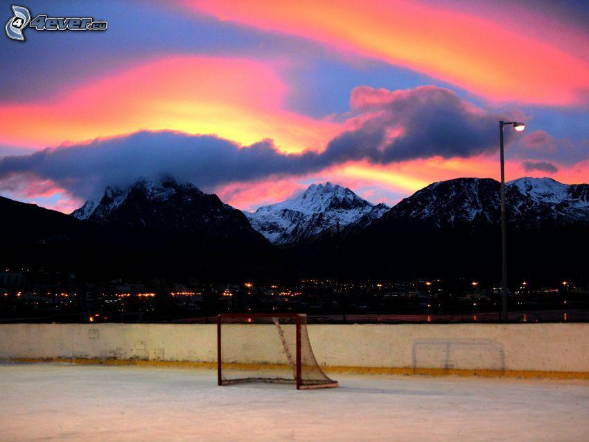 goal, montagne innevate, cielo di sera
