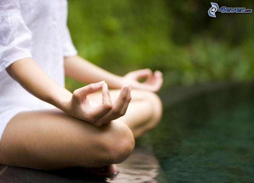 meditazione, yoga, seduta a gambe incrociate