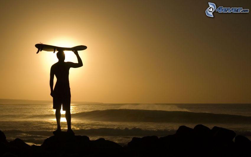 surfer, tramonto sul mare