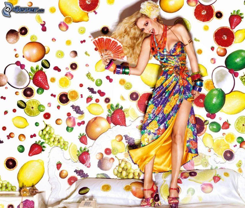 bionda, vestito colorato, ventaglio, frutta