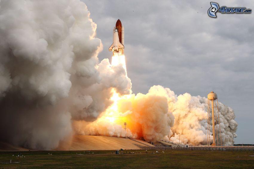 partenza di una navicella spaziale, fumo