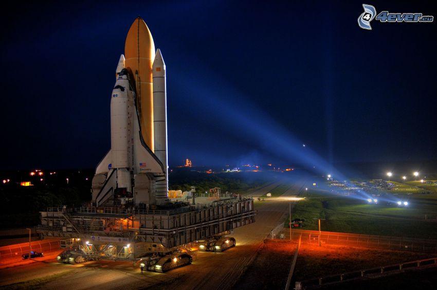 partenza di una navicella spaziale, notte