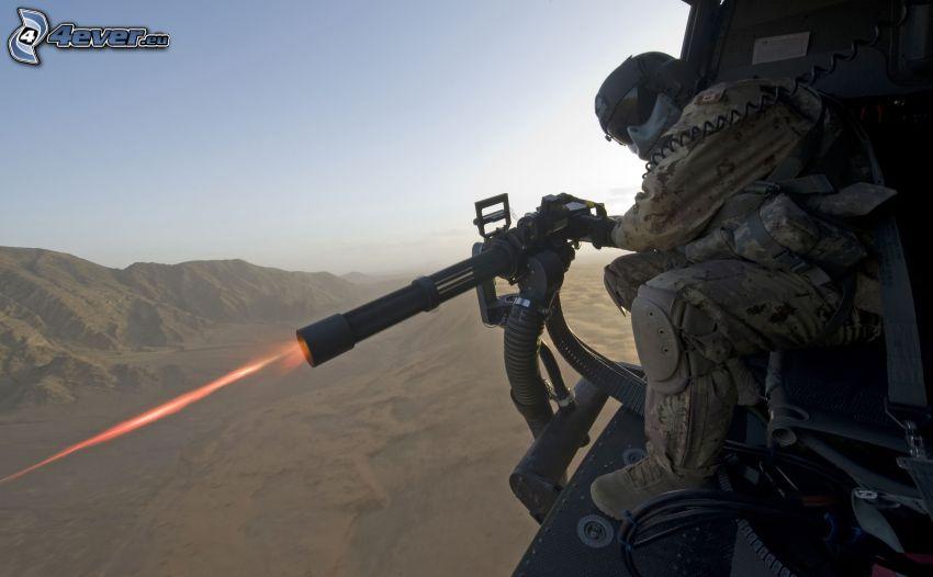 soldato con una arma, fucileria