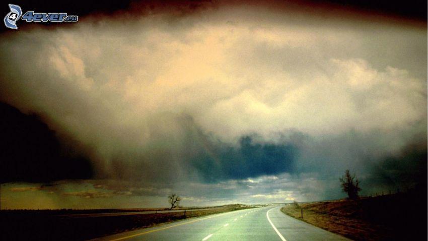 strada, nuvole scure