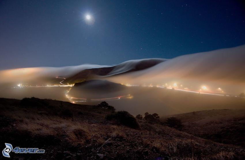 Strada di notte, notte, montagna, luna, nebbia
