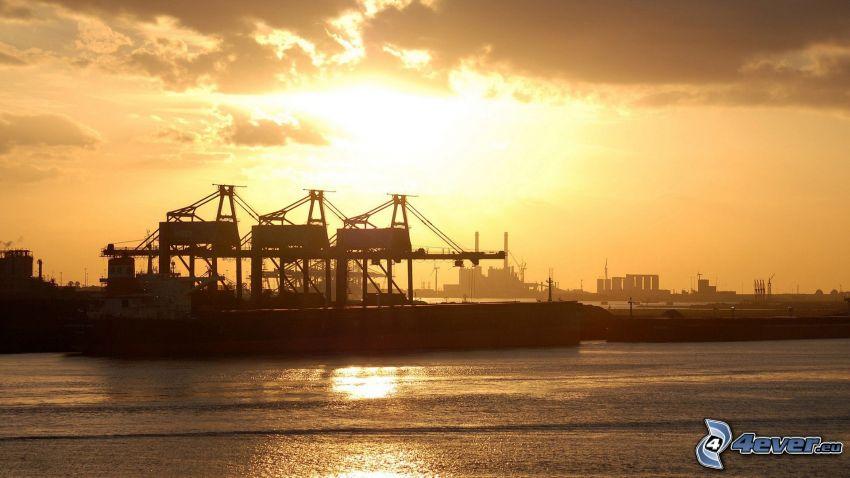 tramonto nel porto, mare