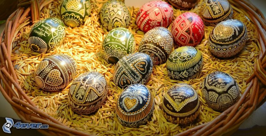 uova dipinte, uova di Pasqua, cesto