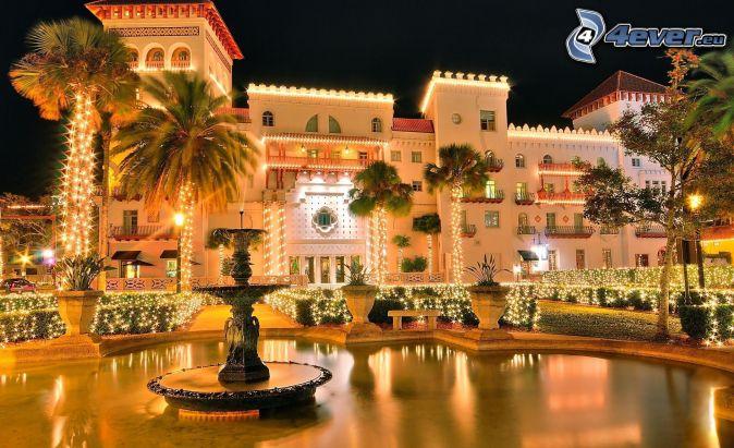 hotel, pálmafák, fények