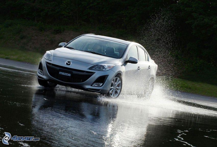 Mazda 3, víz