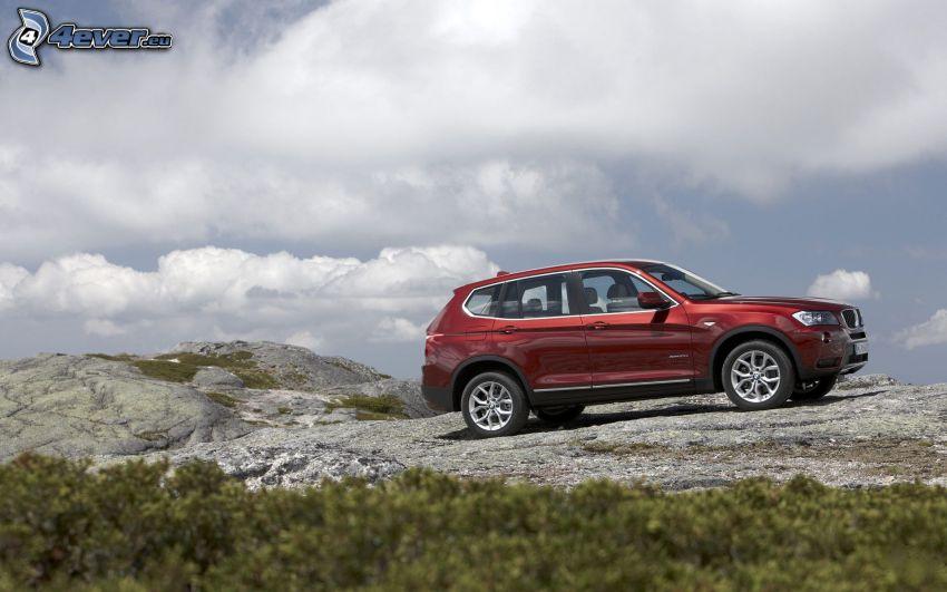 BMW X3, felhők