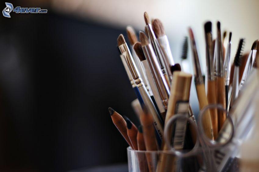 ecsetek, make-up, ceruzák, olló