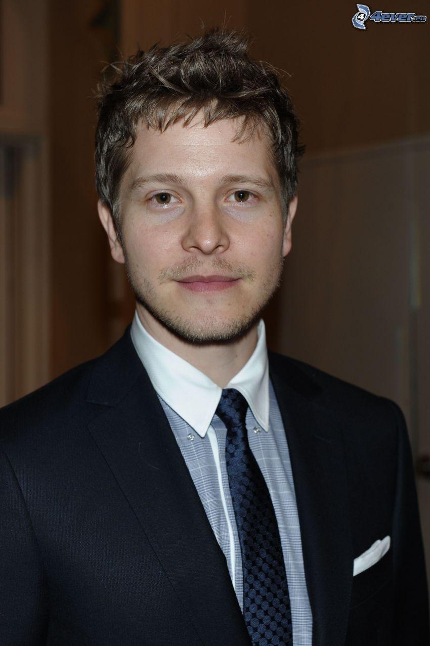 Matt Czuchry, férfi öltönyben