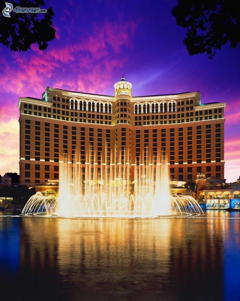 hotel Bellagio, Las Vegas, szökőkút, lila égbolt, esti város