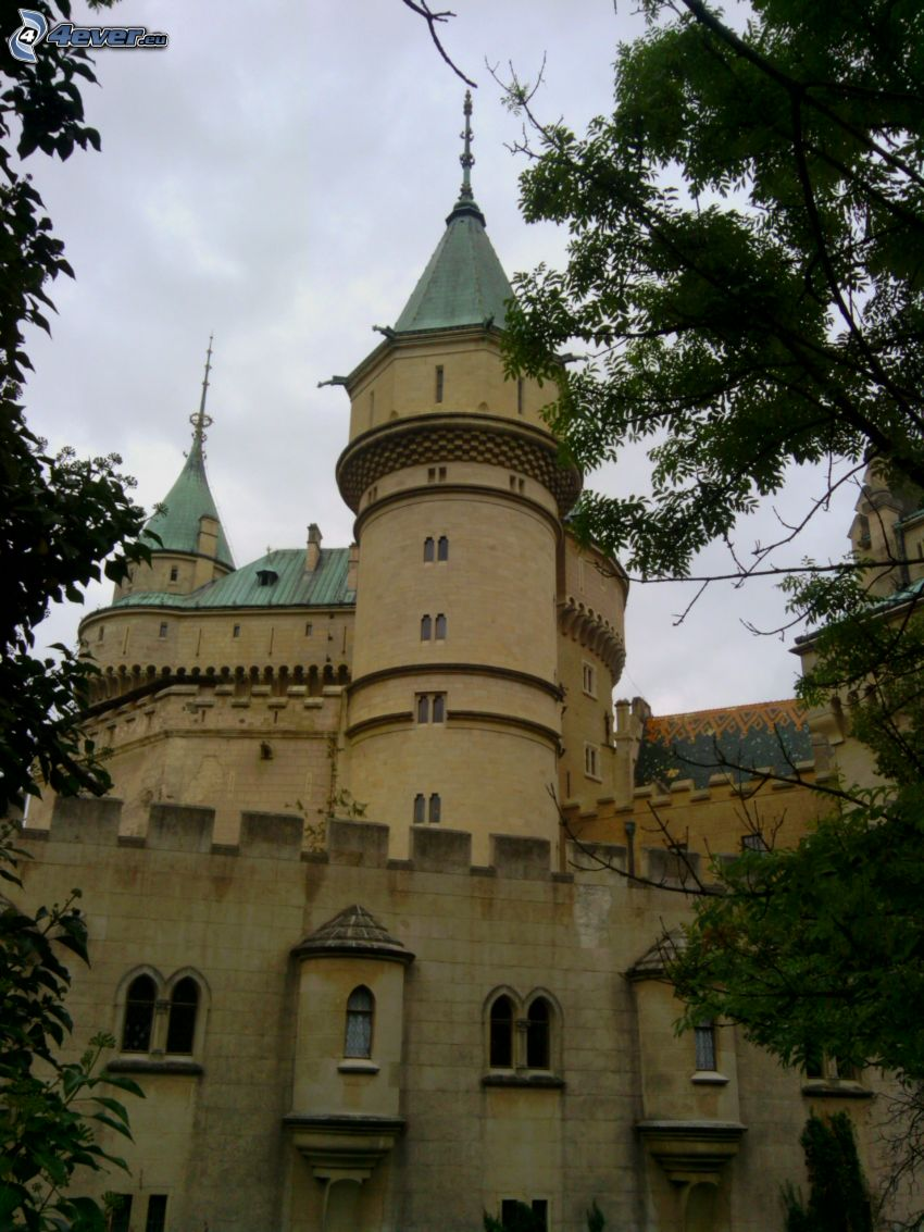 Bajmóci várkastély
