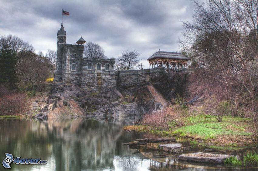 Belvedere kastély, tó