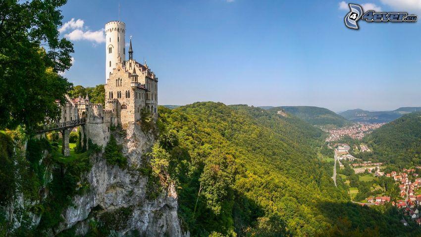 Lichtenstein Castle, erdő, dombok, falu