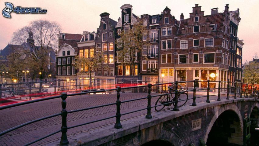 Amsterdam, híd, kerékpár, házak, közvilágítás