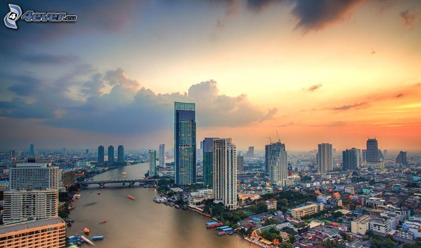 Bangkok, felhőkarcolók, napnyugta után