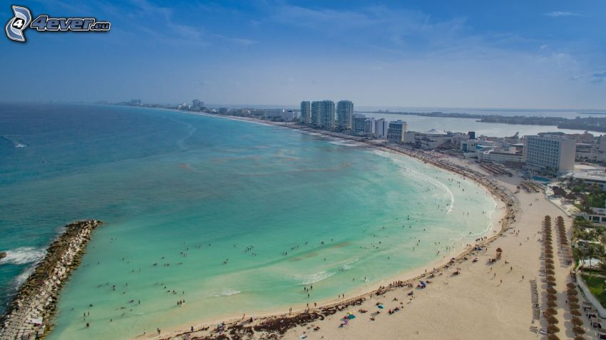 Cancún, tengerparti város, homokos tengerpart, felhőkarcolók, tenger