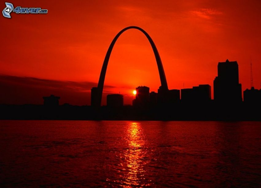 Gateway Arch, St. Louis, naplemente a városban, város sziluettje, vörös égbolt