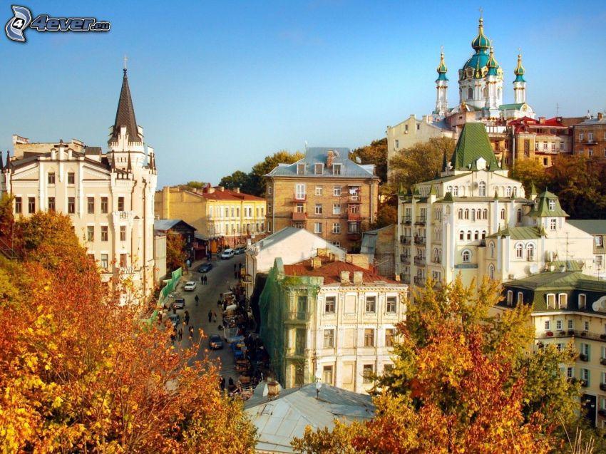 Kijev, kilátás a városra, épületek, őszi fák