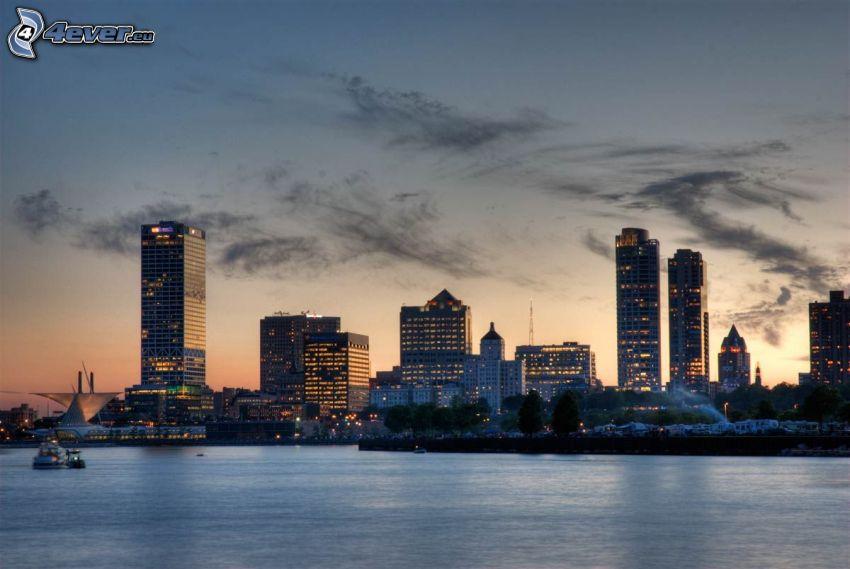 Milwaukee, tenger, felhőkarcolók, Milwaukee Art Museum, esti város