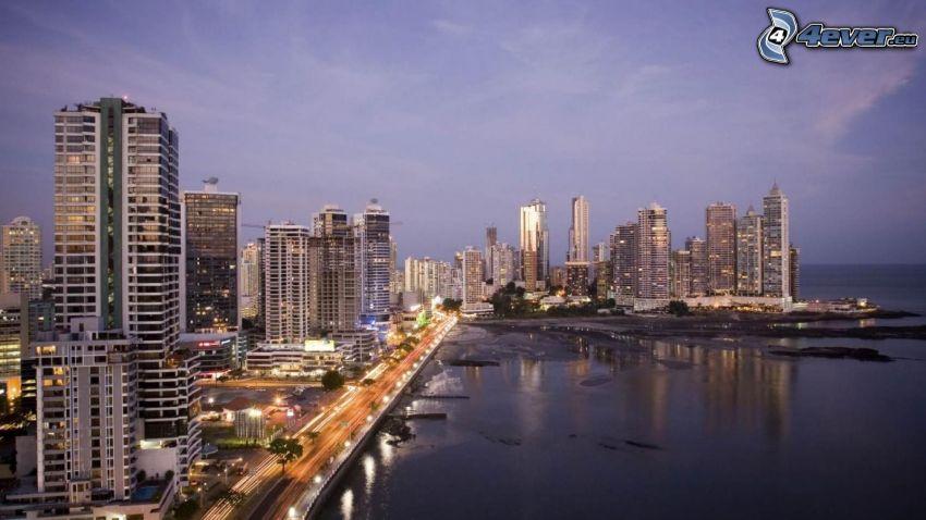Panama, tengerparti város, felhőkarcolók