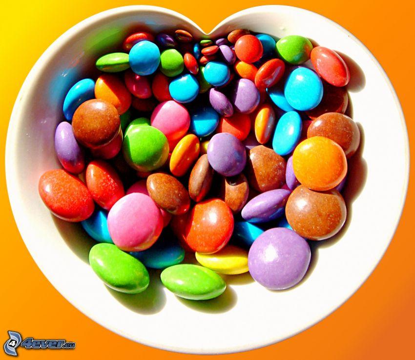 színes cukorkák, csokis drazsé, tál