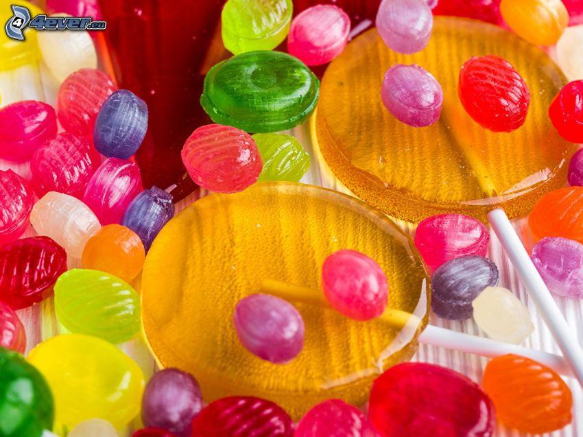 színes cukorkák, színes nyalókák