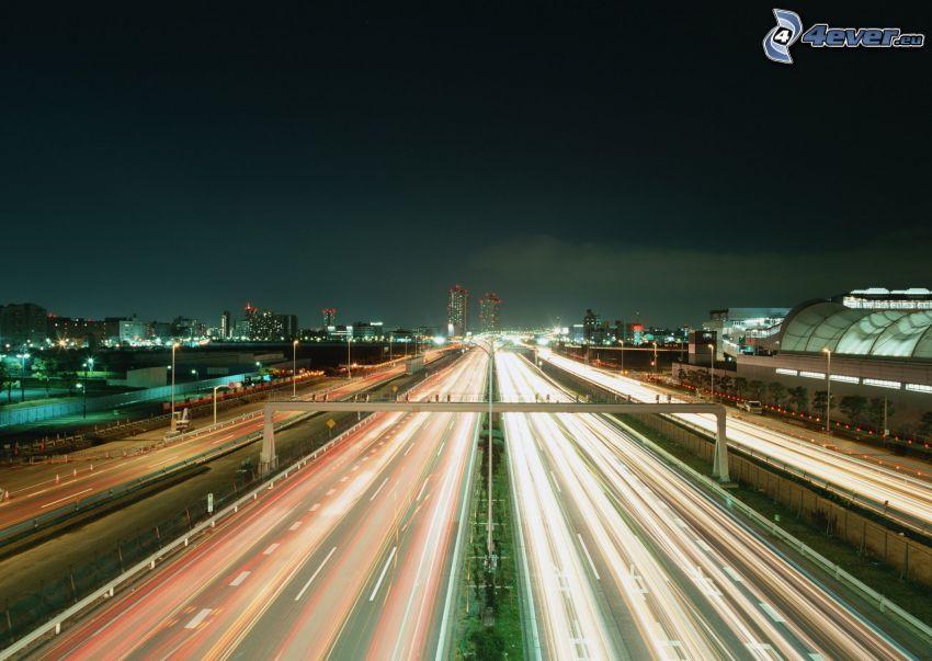 országút éjjel, közlekedés