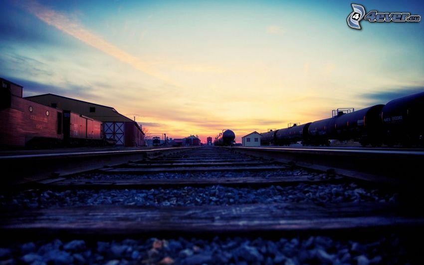 sínek, vonatok