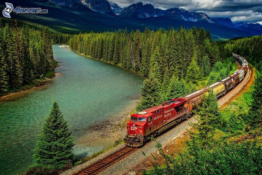 tehervonat, sziklás hegységek, folyó, erdő, HDR