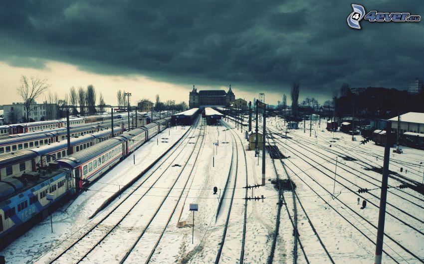 vasútállomás, felhők, sínek, hó