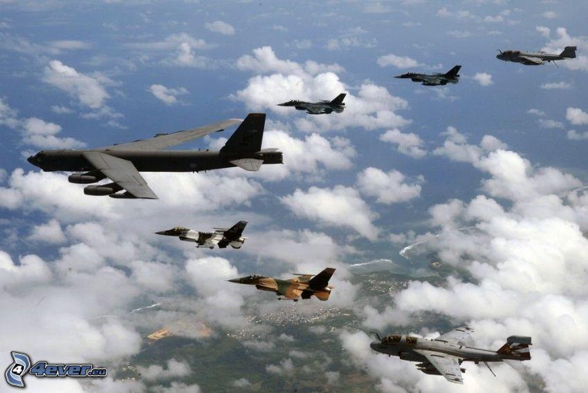 Boeing B-52 Stratofortress, vadászrepülőgépek