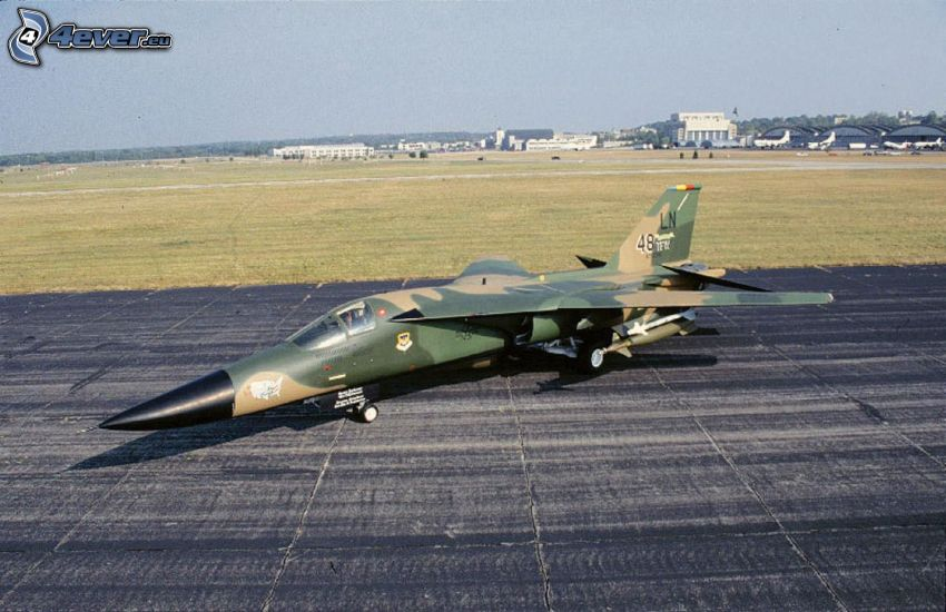 F-111 Aardvark, repülőtér