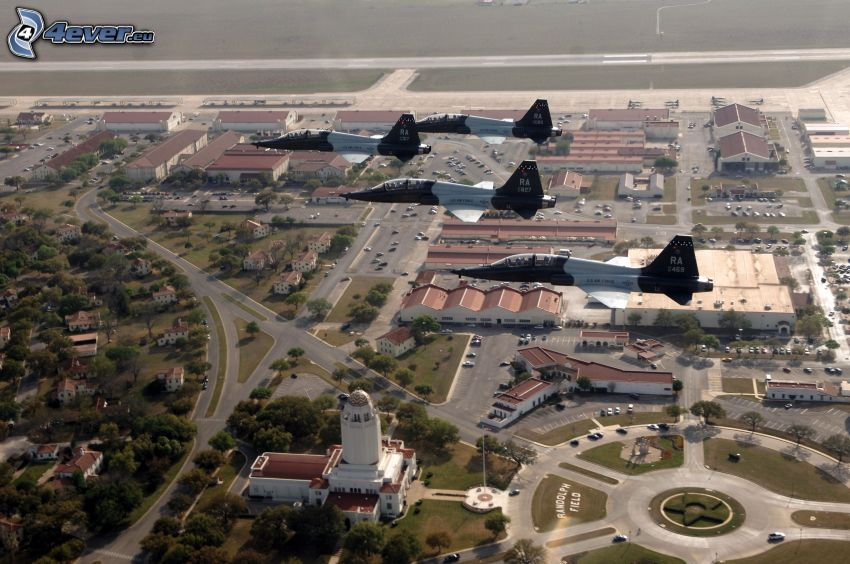 vadászrepülőgépek, kilátás a városra