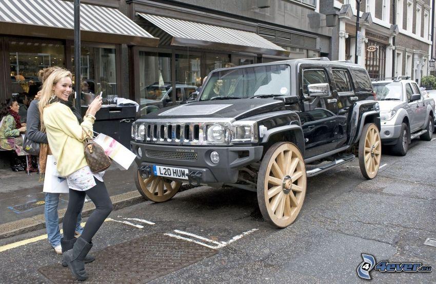 Hummer H2, kerekek, nők, parkoló